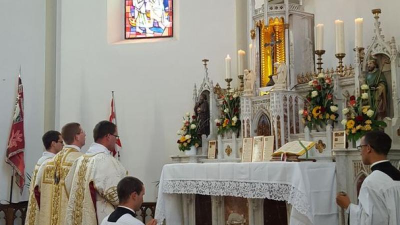 La messe célébrée par M. l'abbé Mouroux